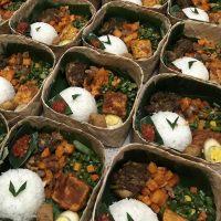 Sajian makanan dalam Nasi Kotak Besek